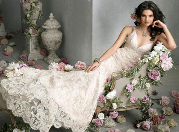 Ο γάμος είναι από τις ομορφότερες στιγμές στη ζωή μιας γυναίκας. Όλα τα  βλέμματα είναι στραμμένα επάνω στη νύφη. c40a657e62a